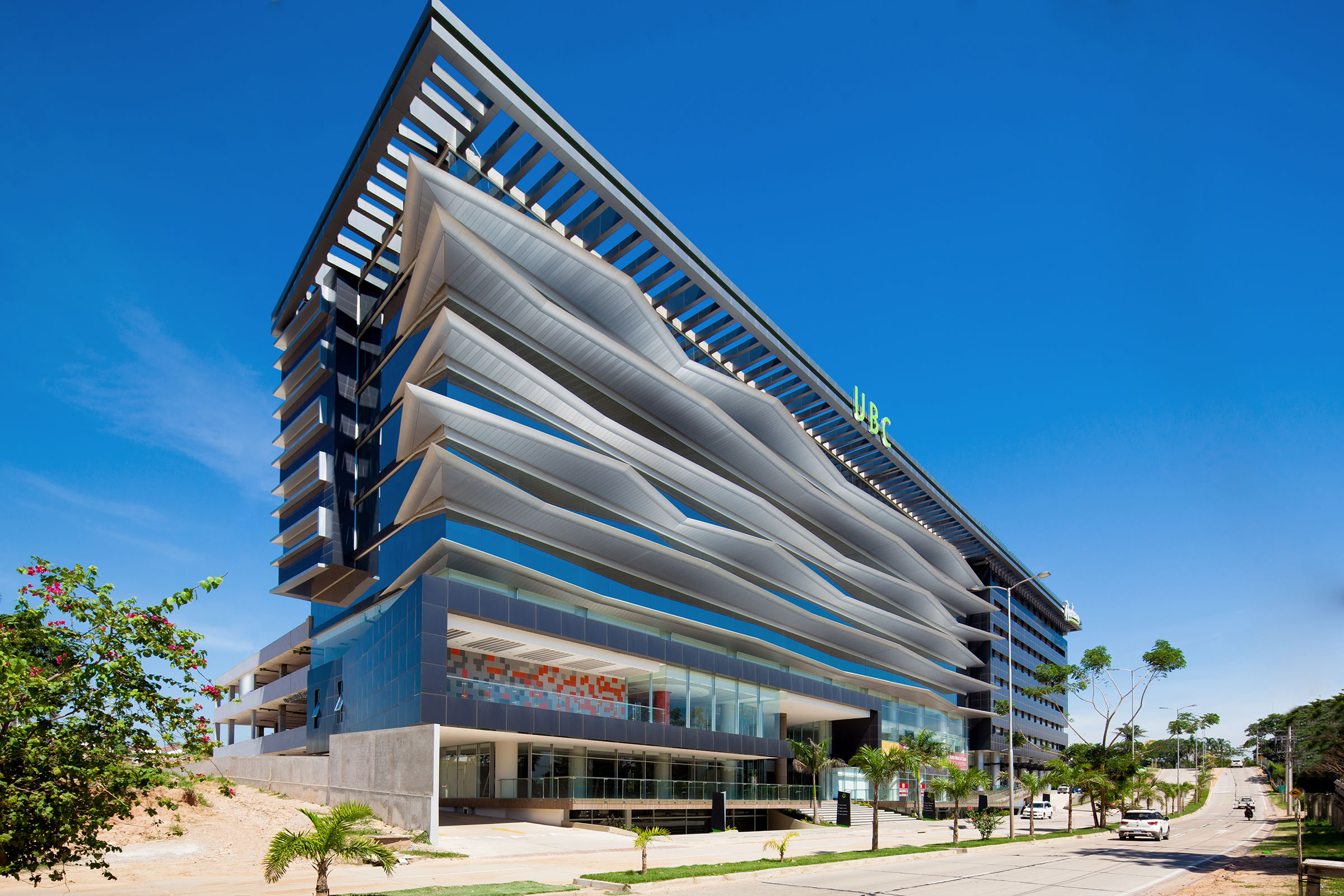 Sistemas fijos para protección solar pasiva con panel composite de aluminio STACBOND