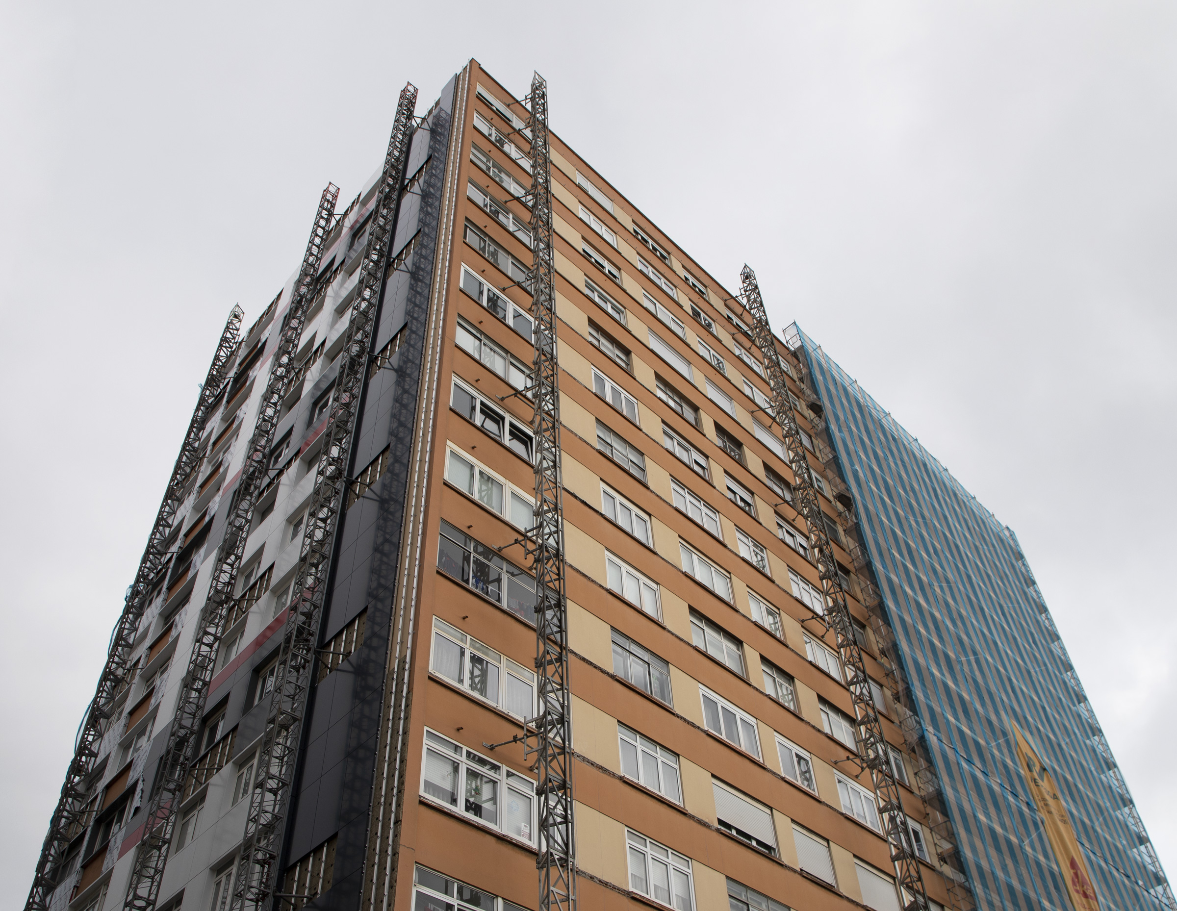Rehabilitación de fachada en edificio residencial con panel composite de aluminio STACBOND